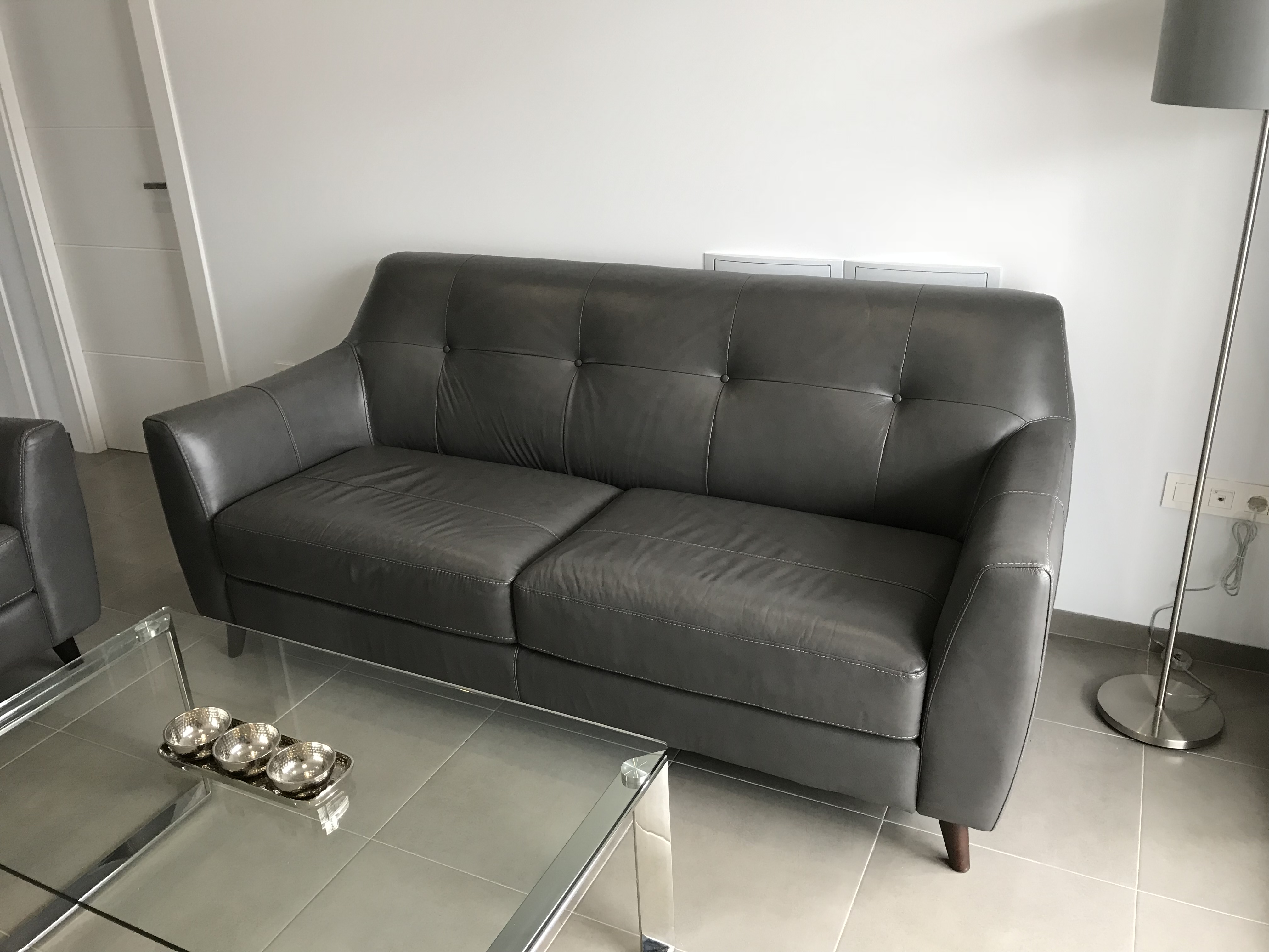 how to sell a new sofa